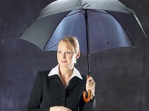 Mit Mischfonds stehen Anleger nicht im Regen