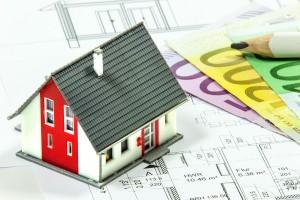 Damit der Verkauf der eigenen Immobilie ein Erfolg wird, raten Experten zur Marktwertanalyse (Foto: Thorben Wengert, Pixelio)