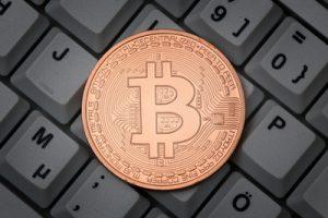Blockchain hat mehr zu bieten als anonymes Bezahlen mittels Bitcoins (Foto: Tim Reckmann / pixelio.de)