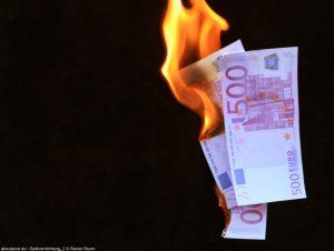 Mit dem falschen Depot verbrennen Anleger Geld (Foto: aboutpixel.de, Geldvernichtung, Rainer Sturm)