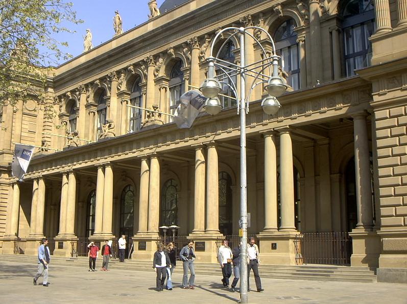 Fassade der Börse in Frankfurt: Die Geschichte der Börse ist rund 900 Jahre alt