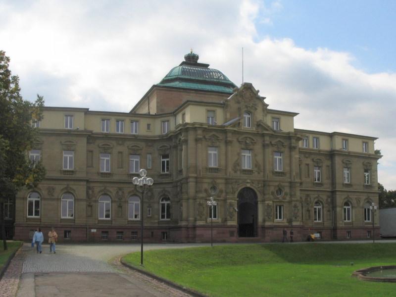 Bundesgerichtshof in Karlsruhe: Altmeldungen werden 'anerkennenswertem Interesse der Öffentlichkeit' gerecht (Foto: Kucharek, Wikipedia)