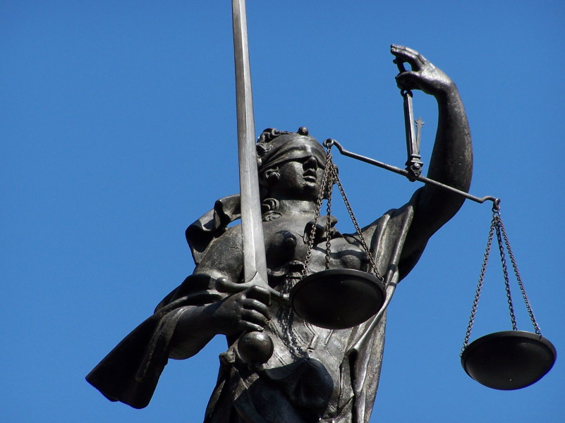Unabhängig und objektiv: Justitia (Foto: hhsow, pixelio.de)