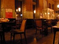 Leeres Kaffeehaus in Wien: Die Wirtschaftskrise in Osteuropa belastet auch Österreich (Foto: Jan Otten)