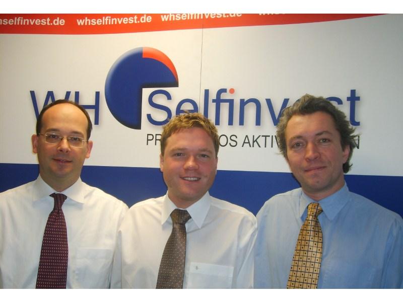 Erreichten nach vielen Monaten eine Lösung: Gründer und Direktor Wouter Warmoes (li.), Managed-Account-Spezialist Mark Kiewitz (mi.) und Christian Schneider (re.), WH Selfinvest Niederlassungsleiter Frankfurt.